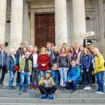 Naše skupinka před katedrálou sv. Pavla